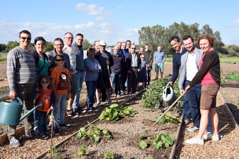 Tuiniers openen nieuwe moestuin in stadsgroen Ghellinck in Bissegem.