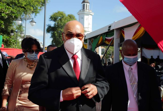 Desi Bouterse op weg naar de inauguratie van zijn opvolger, president Chan Santokhi, afgelopen zomer.