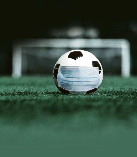 Voetbalclubs hard geraakt door coronacrisis, maar dankzij trouwe leden en sponsors houden ze het (nog even) vol