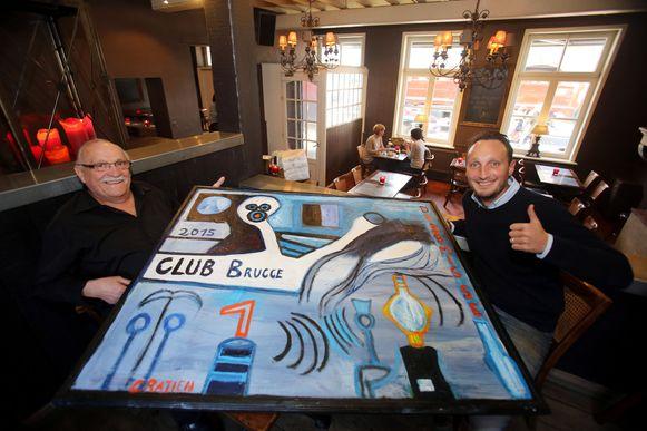 Schilder Gratien Dendooven schenkt het werk aan café De Smisse. Op het schilderij wordt onder meer verwezen naar de eventuele bekerwinst van Club Brugge.
