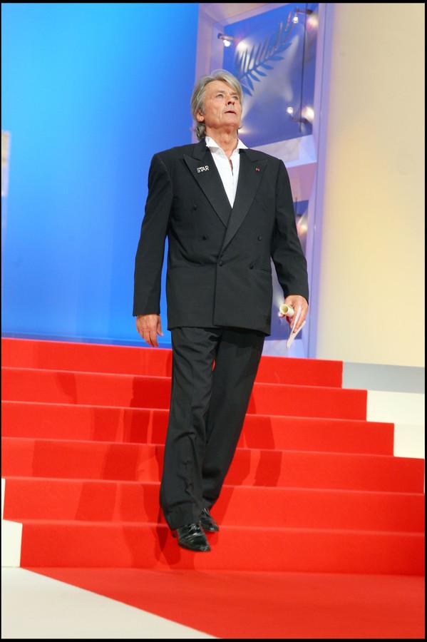 "Alain Delon et sa broche ""Star"" au 60e Festival de Cannes."
