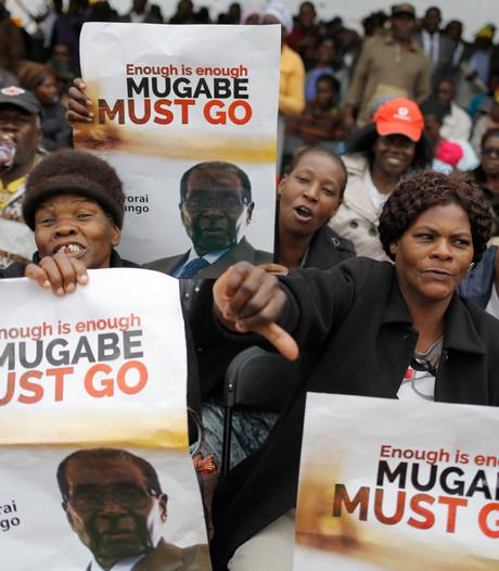 Betogers trekken naar residentie  Robert Mugabe