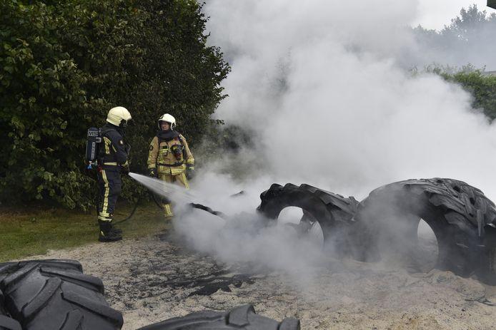 De brand zorgde voor veel rook.