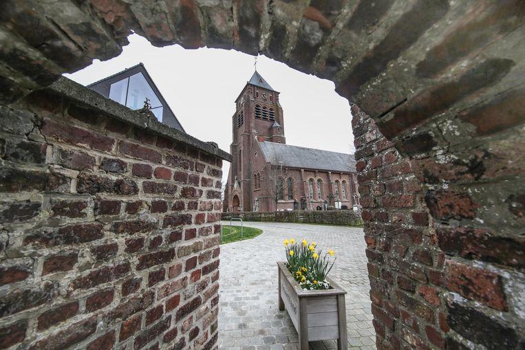 Oppositiepartij CD&V wil tijdens de kerstperiode alle kerken van de gemeente, ook die van Kemmel (foto), in het licht laten baden.