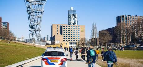 Spoorpark Tilburg op slot, mensen blijven er in groepjes samenkomen: 'We nemen onze verantwoordelijkheid'