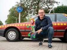 Guus en John kopen 36 jaar oude auto van Bassie en Adriaan voor 'honderd keer de dagwaarde'