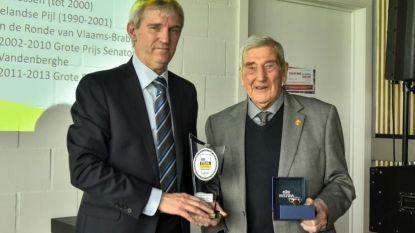 Maurice (92) krijgt award van wielerbond