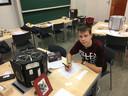 Stijn Teekens bij zijn wiskunde escape room.