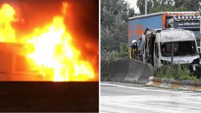 Bestelwagen brandt helemaal uit op E17 in Zwijnaarde