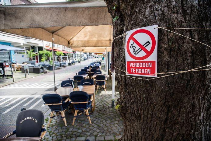 Rookverbod op een klein deel van het terras van de Rijnmozaik aan de Rijnkade.