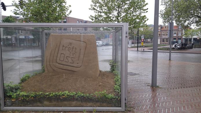De zandsculptuur aan de Oostwal in Oss.