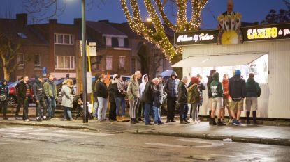 Belofte maakt schuld: frituur Casino trakteert voor 30ste verjaardag