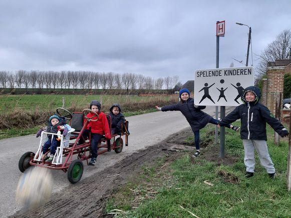 Het bord 'spelende kinderen' in Ouden Doel kwam er dankzij één kroostrijk gezin.