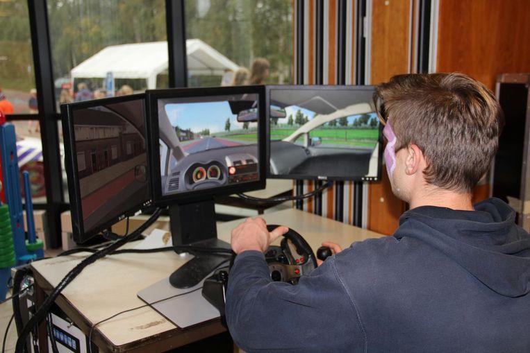Wie toch liever met de auto wil rijden, kan zijn rijkunsten oefenen op de simulator.