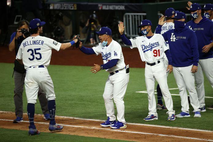 De Dodgers vieren hun winst.