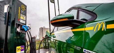 McDonald's en Vattenfall plaatsen hun eerste snellaadpunt voor elektrische auto's in Zeeland