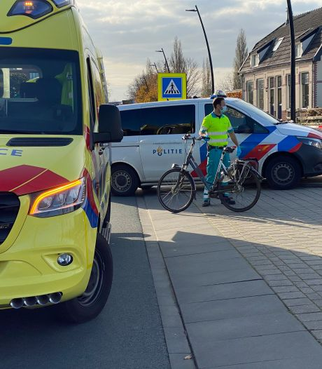 Auto schept fietser in Harderwijk: traumahelikopter toch afgemeld