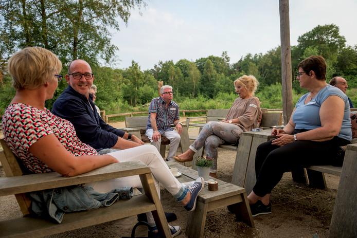 De singlesborrel voor 45-plussers is bovenal een samenkomst voor gelijkgestemden, ook deze avond in Nijverdal.