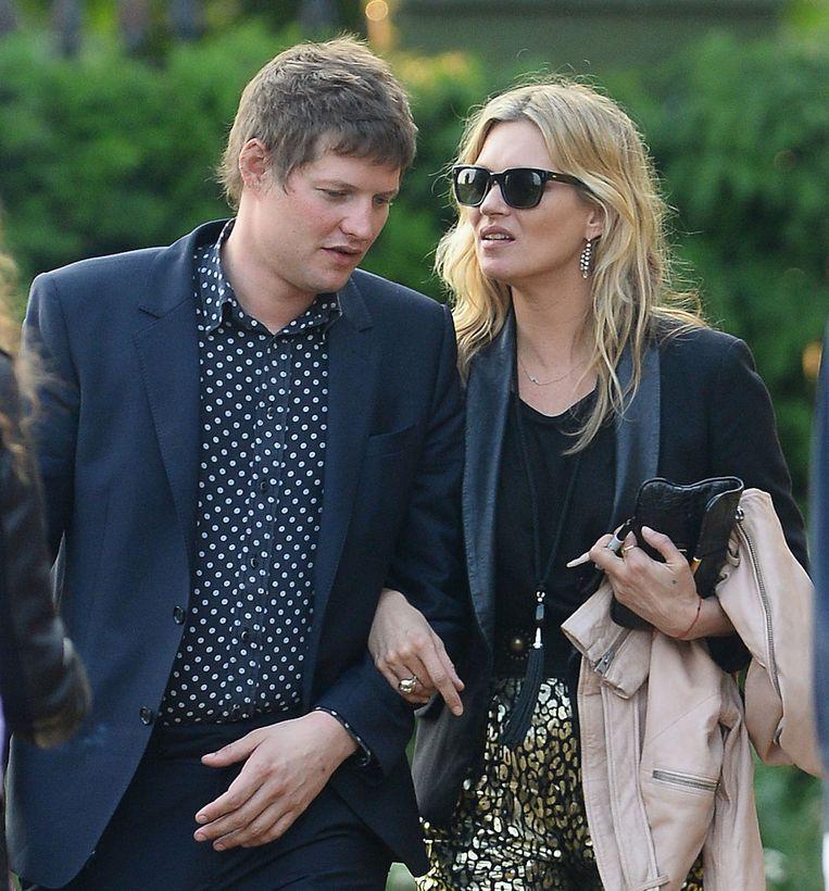 Nikolai von Bismarck en Kate Moss enkele jaren geleden. Het stel zou zich binnenkort gaan verloven.