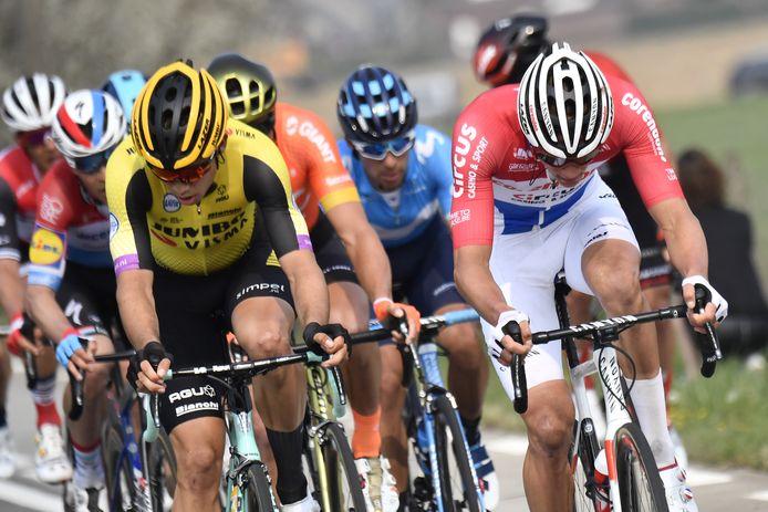 Van Aert (l) en Van der Poel (r) vorig jaar in de Ronde van Vlaanderen.