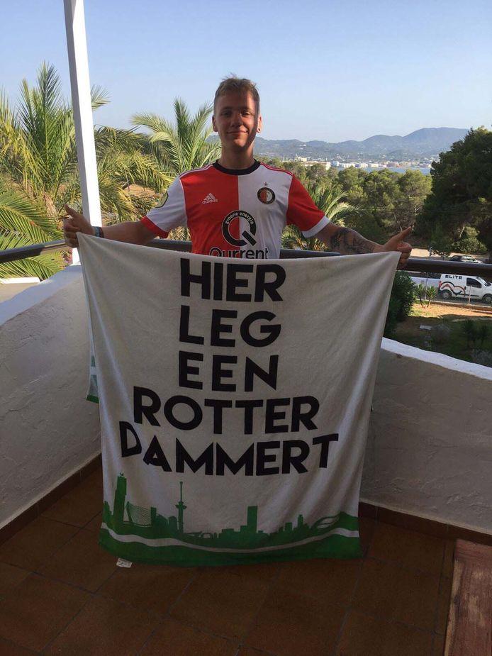 Jesse Walgaard (23) uit Rhoon op vakantie op Ibiza.