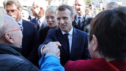 """Macron stelt voor dat Fransen wat """"minder klagen"""""""