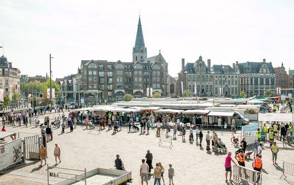De eerste donderdagmarkt in coronatijden, vorige week in Sint-Niklaas.