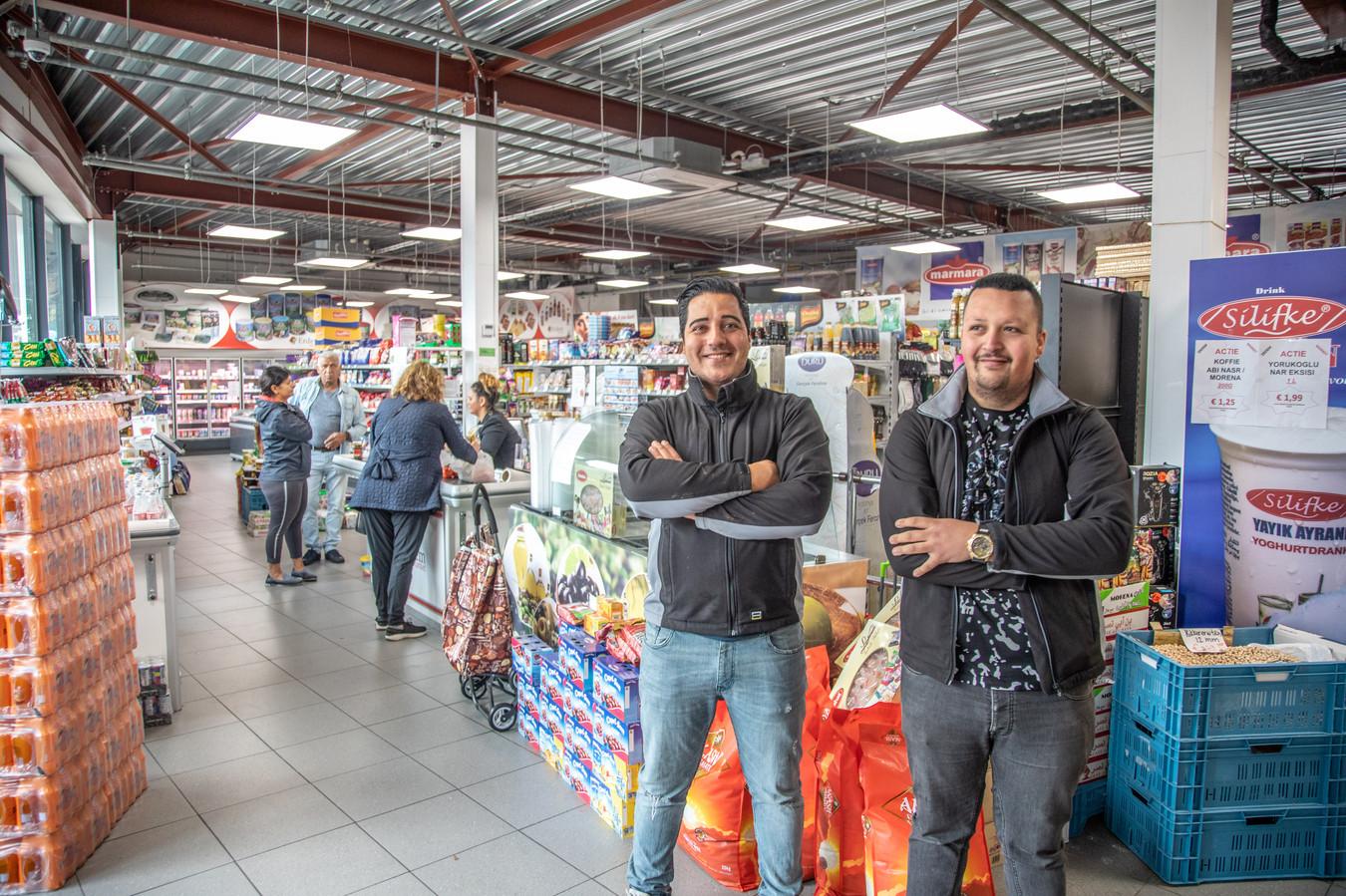 De gebroeders Erem gaan hun internationale supermarkt flink uitbreiden.
