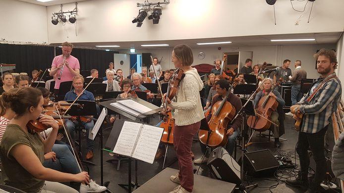 Het Breda's Festival Orkest speelde in junie op het Spanjaardsgatfestival, samen met o.a. Tim Akkerman.