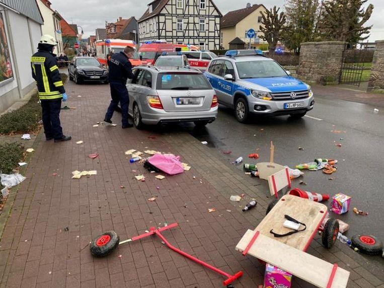 Tijdens zijn rit door de stoet heeft de man ook zichzelf verwond.