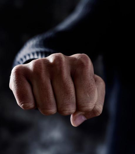Bekenaar (32) beroofd en mishandeld bij zijn woning in buitengebied