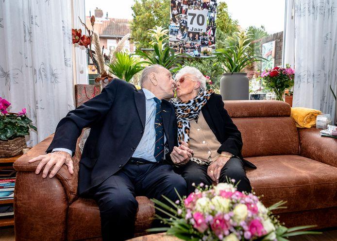 Ras-Rotterdammers Gilles (92) en Fie (91) Rijsdijk:  70 jaar getrouwd en nog altijd gek op elkaar.