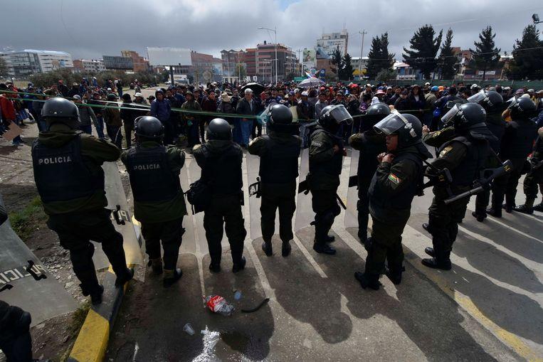 Aanhangers van Morales blokkeren het vliegveld van El Alto Beeld EPA