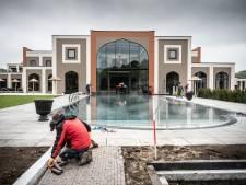 Zo ziet het enorme nieuwe wellnesscomplex in Wijchen eruit: bouwers leggen laatste hand aan Indiase sferen