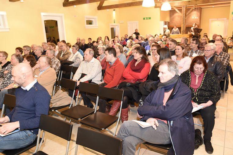 Op de infovergadering daagden vooral sceptische tegenstanders op.