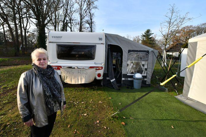 Martha Wolters protesteert al vier maanden tegen het woonwagenbeleid van de gemeente.