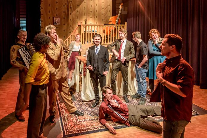 Repetitie theatervoorstelling 't Ros, van Jules Keeris (Rechts op foto) die met het stuk als regisseur afstudeert