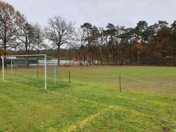 Het terrein ligt in de buurt van de voetbalvelden van Gierle en het Sjockfestival.