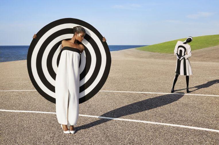 Frans Molenaar: Twee jurken en cape, geïnspireerd door eigen collectie 1976, zomer 2013 (95e show). Courtesy Frans Molenaar. Beeld Sabrina Bongiovanni