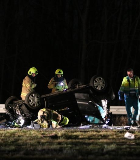 Auto belandt op de kop op A1 bij Voorthuizen: Amersfoortse (36) overleden