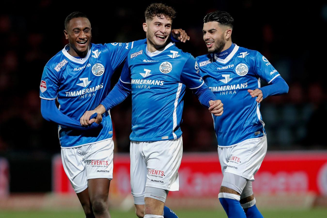 Ruben Rodrigues (midden) juicht na zijn 2-0 tegen FC Dordrecht met Kevin Felida (l) en Azzeddine Dkidak (r), twee weken na de veelbesproken thuiswedstrijd tegen Excelsior.