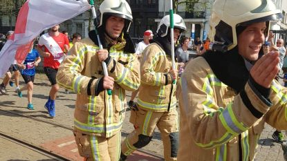 Straffe prestatie: brandweermannen lopen Ten Miles uit in interventiekledij