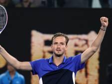 Matig serverende Medvedev bereikt tweede ronde Australian Open