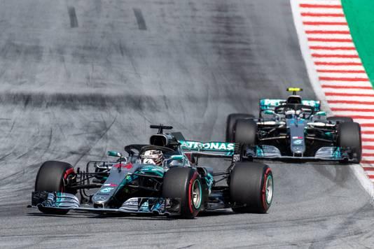 2018: Lewis Hamilton en Valtteri Bottas in actie op het circuit van Spielberg.