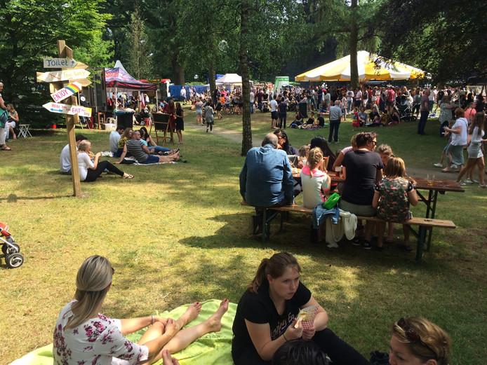 Gezellige drukte tijdens het eerste foodtruckfestival in Uden.