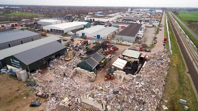 Talen Recycling kwam eerder in het nieuws vanwege het blokkeren van een weg met afval.