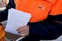 Postbezorgers moeten straks met een vest gaan lopen waarin twee vakken zitten: één voor normale post en de andere voor bijzondere poststukken.