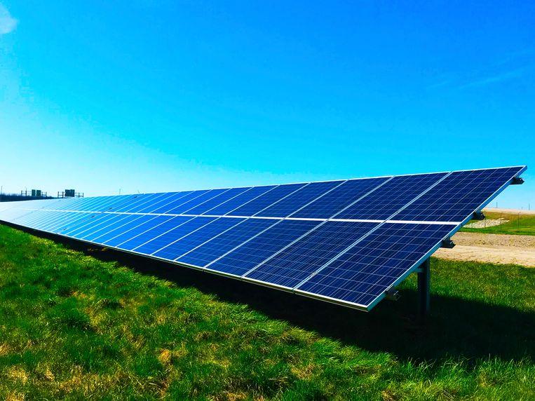 """Honderd procent hernieuwbare energie tegen 2050: dat is de ambitie van de Europese Unie om de klimaatverandering tegen te gaan. Overweegt u om van energieleverancier te veranderen om het milieu een duwtje in de rug te geven? """"Kijk wel uit, want niet alle stroom blijkt zo groen als die wordt verkocht"""", zegt energie-expert Mathieu Soete."""