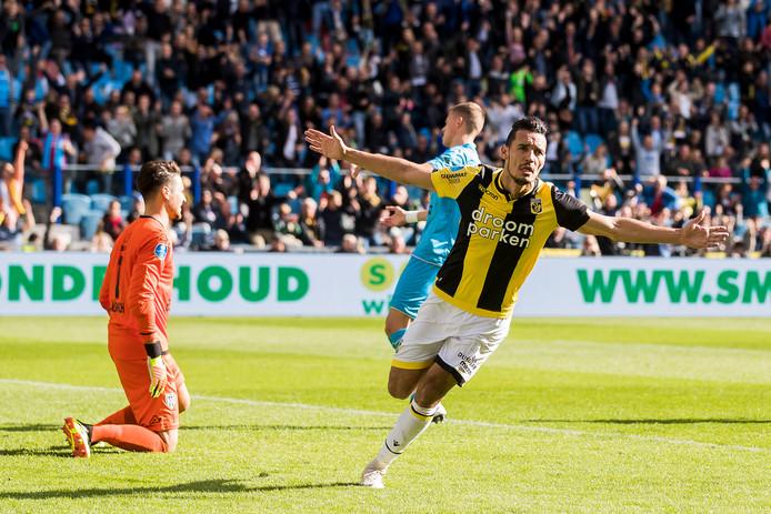 Darfalou zette zijn basisdebuut meteen om in twee goals.