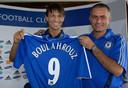 Khalid Boulahrouz tijdens zijn presentatie bij Chelsea, met manager José Mourinho.